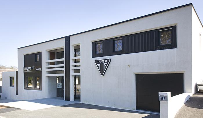 Image du magasin et garage de Triumph à Biarritz