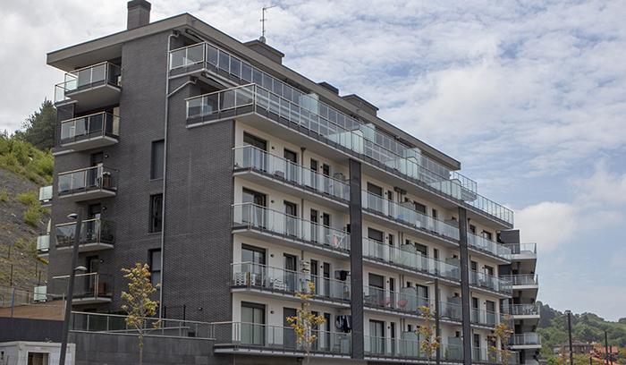 Imagen de las viviendas construidas en Deba